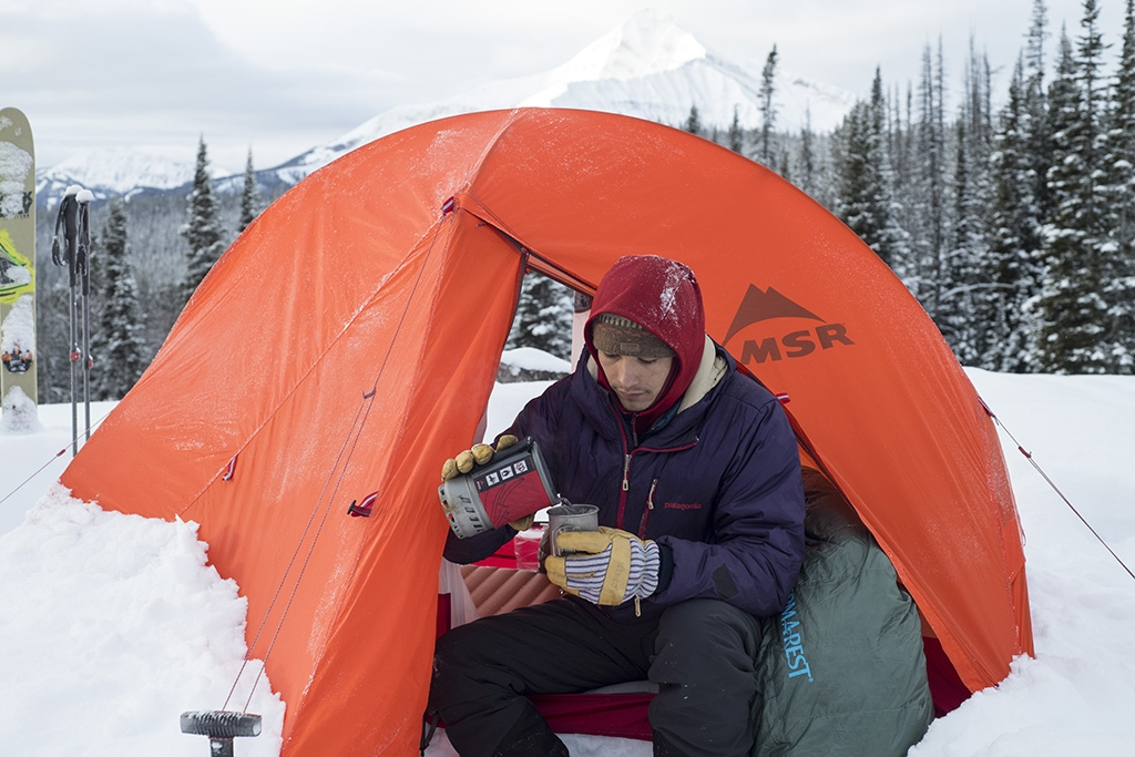 backpacking-stove-in-winter